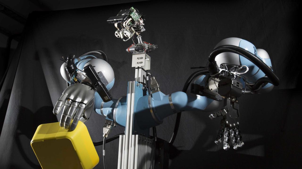 Rusların yerli robotu insan çıktı!