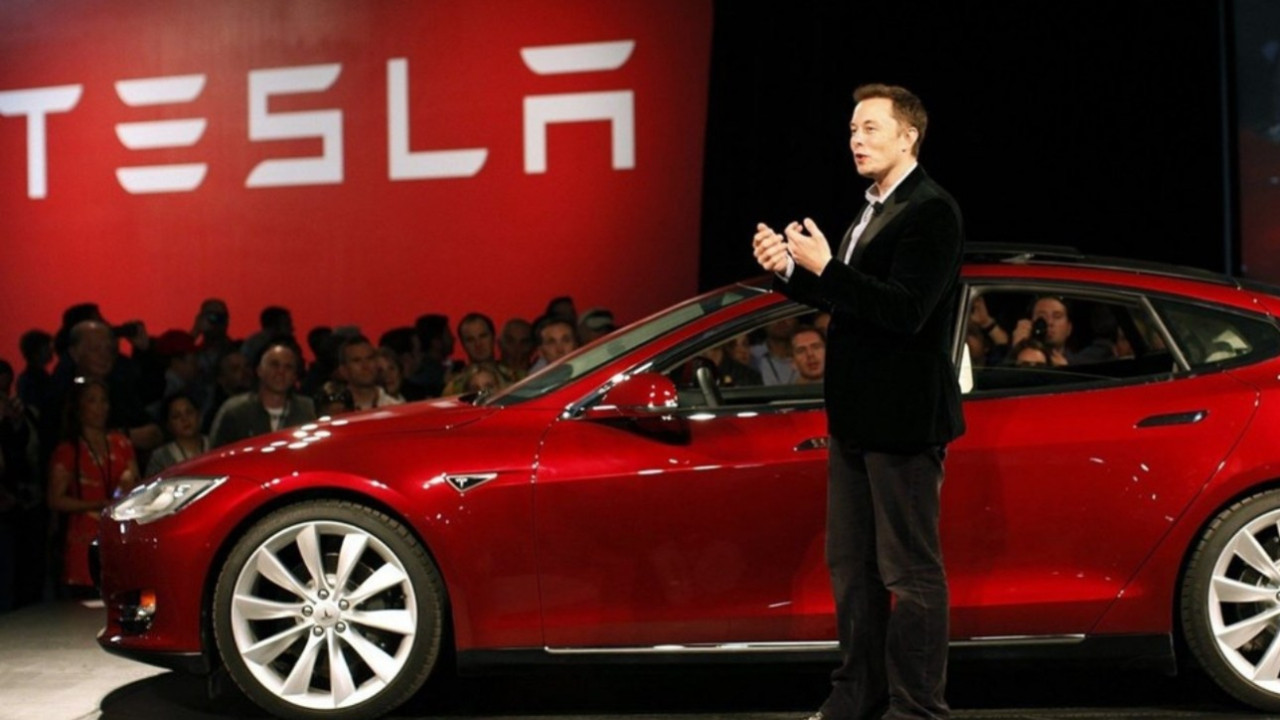Tesla'dan otonom araçlar konusunda kötü haber!