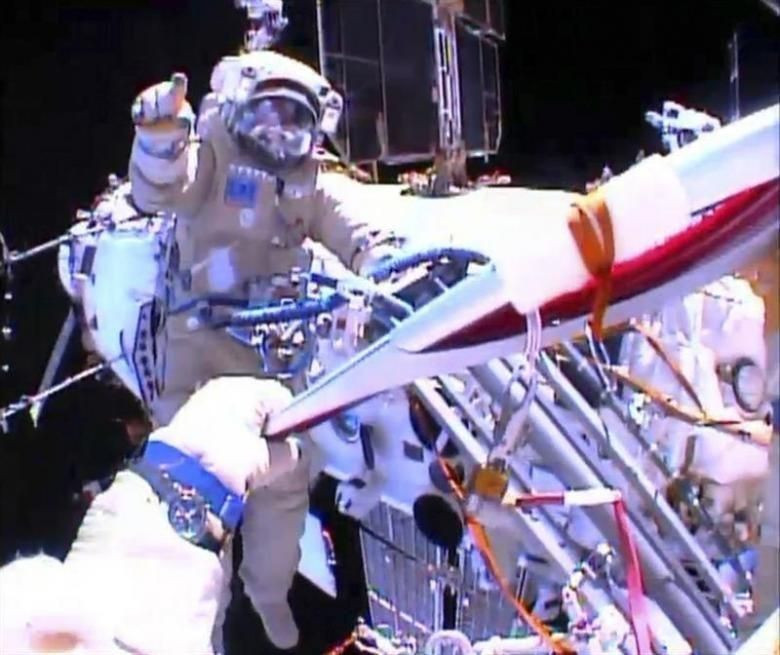 Cem Yılmaz'dan NASA'ya cevap: İşim var! - Page 3