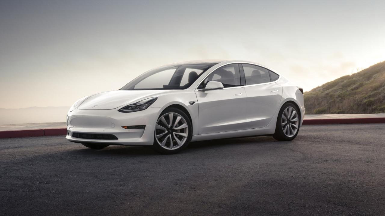 Tesla uygun fiyatlı aracını duyurdu!