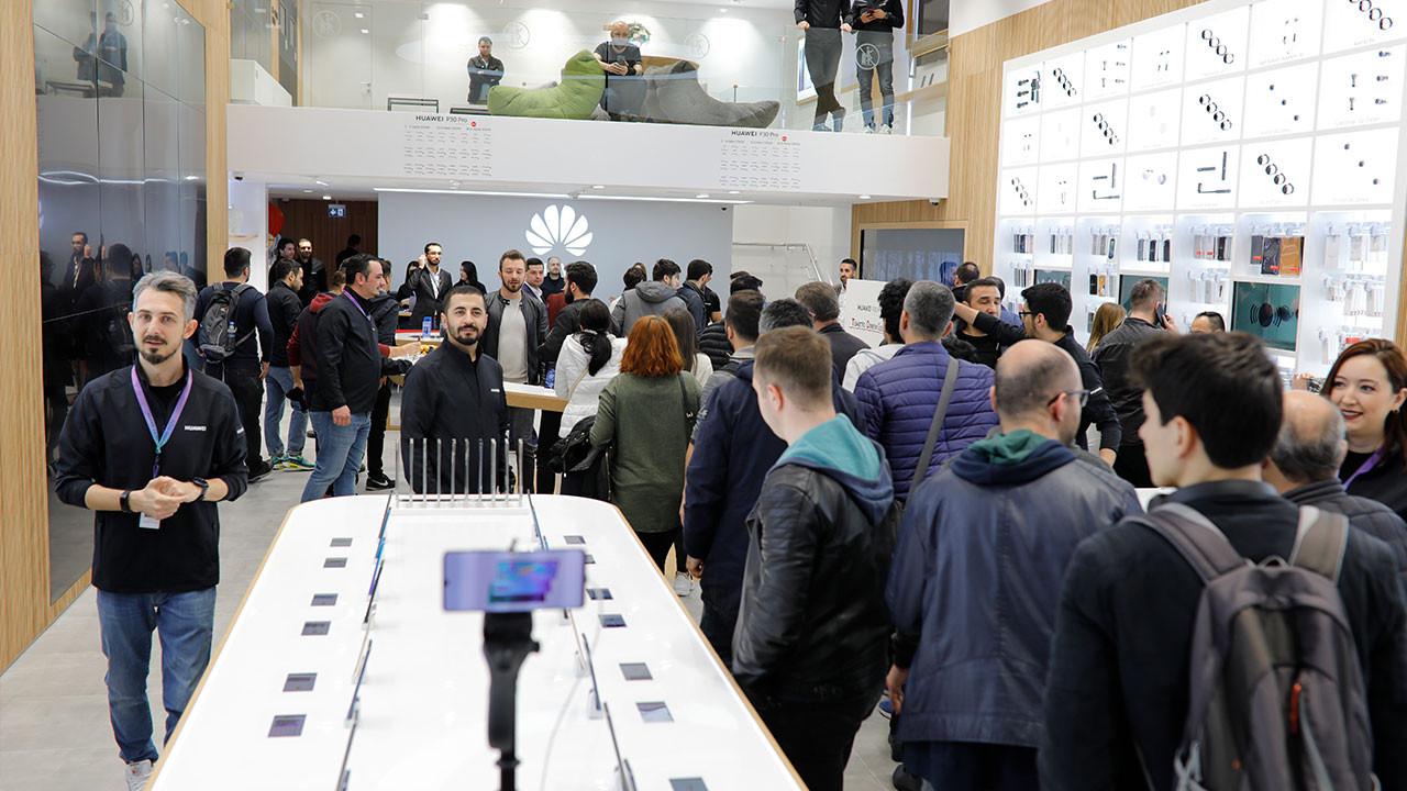 Huawei Deneyim Mağazası yoğun ilgiyle İstinyePark'ta açıldı
