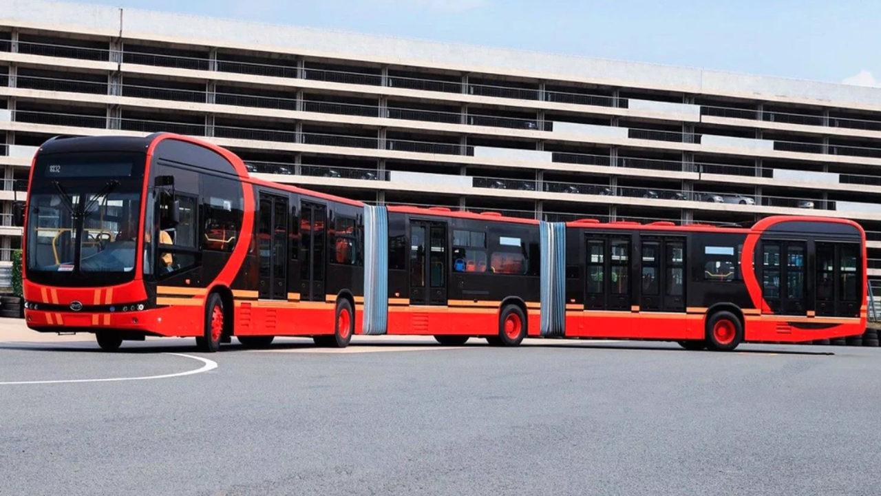 Çin dünyanın en uzun elektrikli otobüsünü tanıttı!