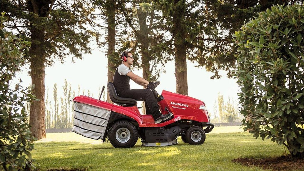 Böyle çim biçme makinesi görülmedi: Saatte 240 km hız!
