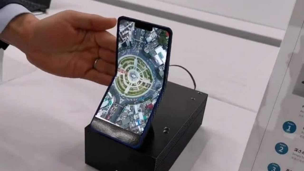 İşte Sharp'ın dikey katlanabilen telefonu!