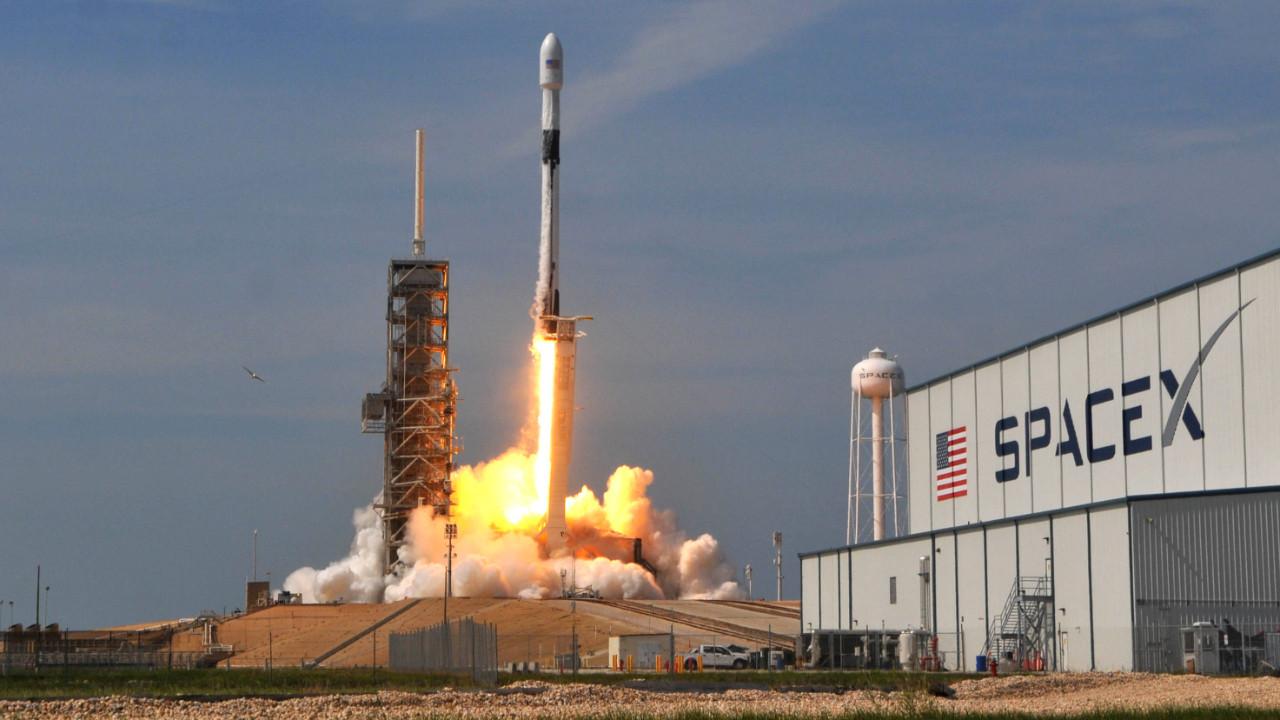 Falcon Heavy ilk ticari uçuşunu gerçekleştirdi!