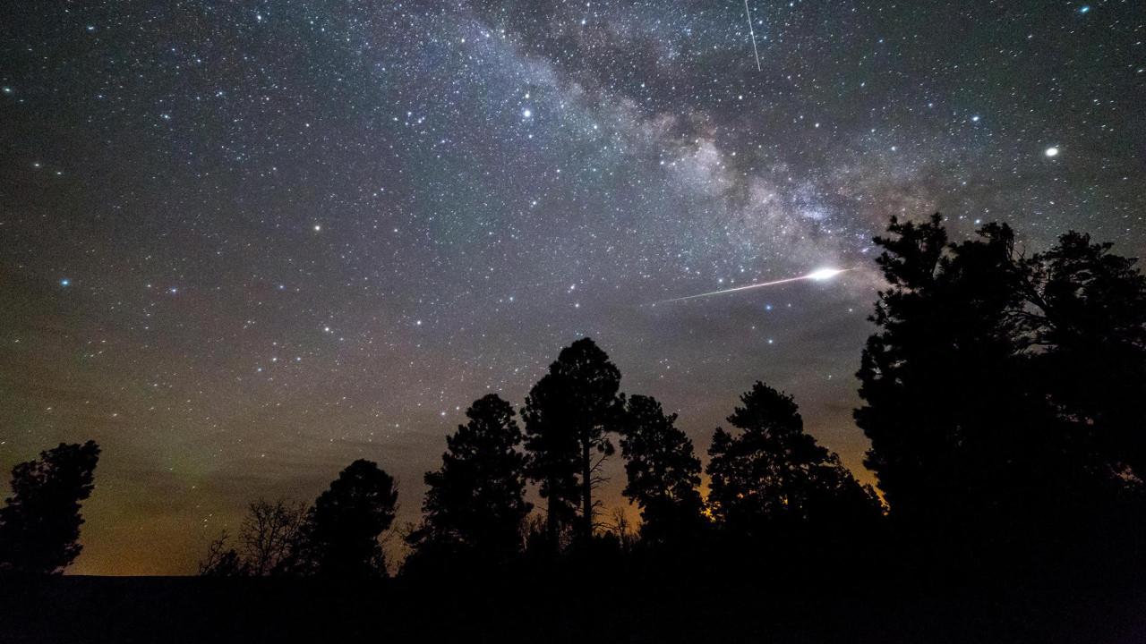 Meteor yağmurlarının Ay'a etkileri şaşırttı!