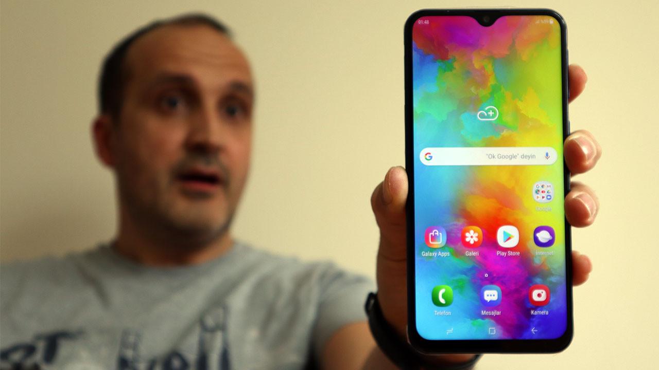 Pili bitmeyen telefon: Samsung Galaxy M20 (video)