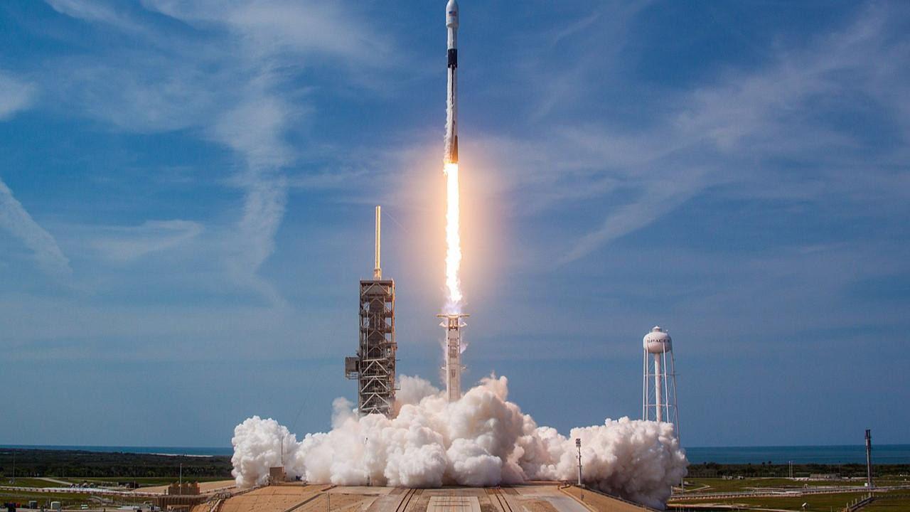 SpaceX'in kargo aracı sonunda fırlatıldı!