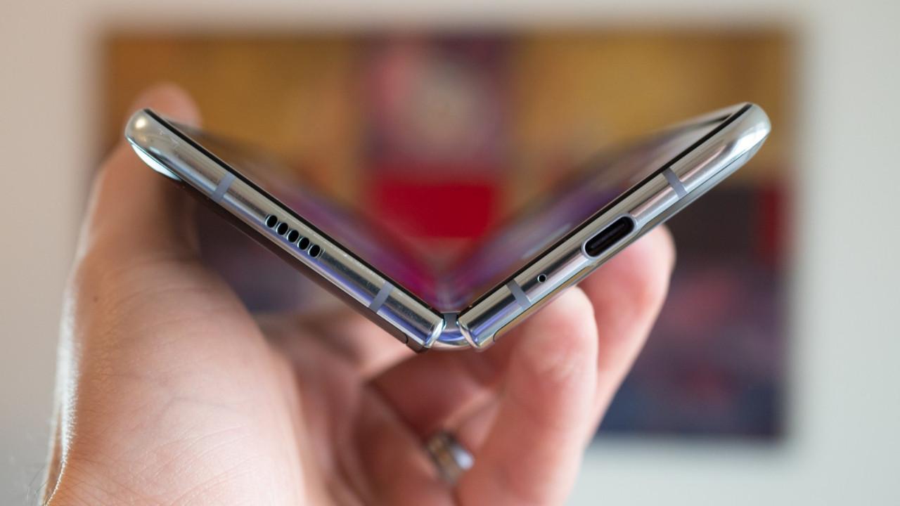 Samsung Galaxy Fold siparişlerini iptal ediyor!