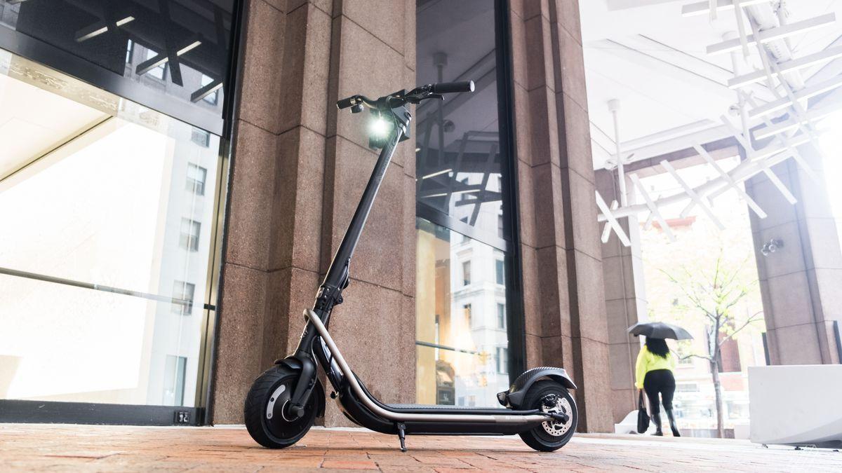 En yeni elektrikli scooter: Boosted Rev - Page 1