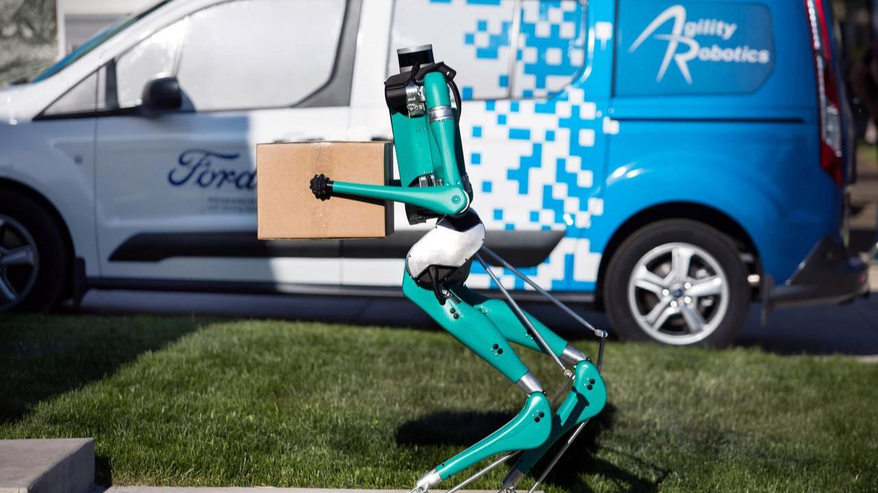 Ford'un otonom robotu Digit görenleri şaşırtıyor!