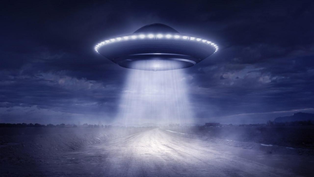 Füze denemesi UFO paniğine yol açtı!