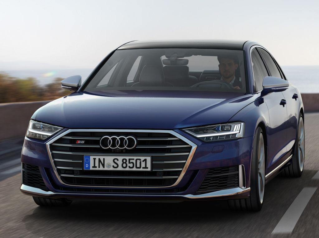 Audi S8 çift turbolu V8 motoru ile tanıtıldı - Page 2