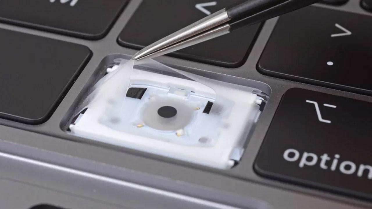Apple kelebek klavye ısrarından vazgeçiyor