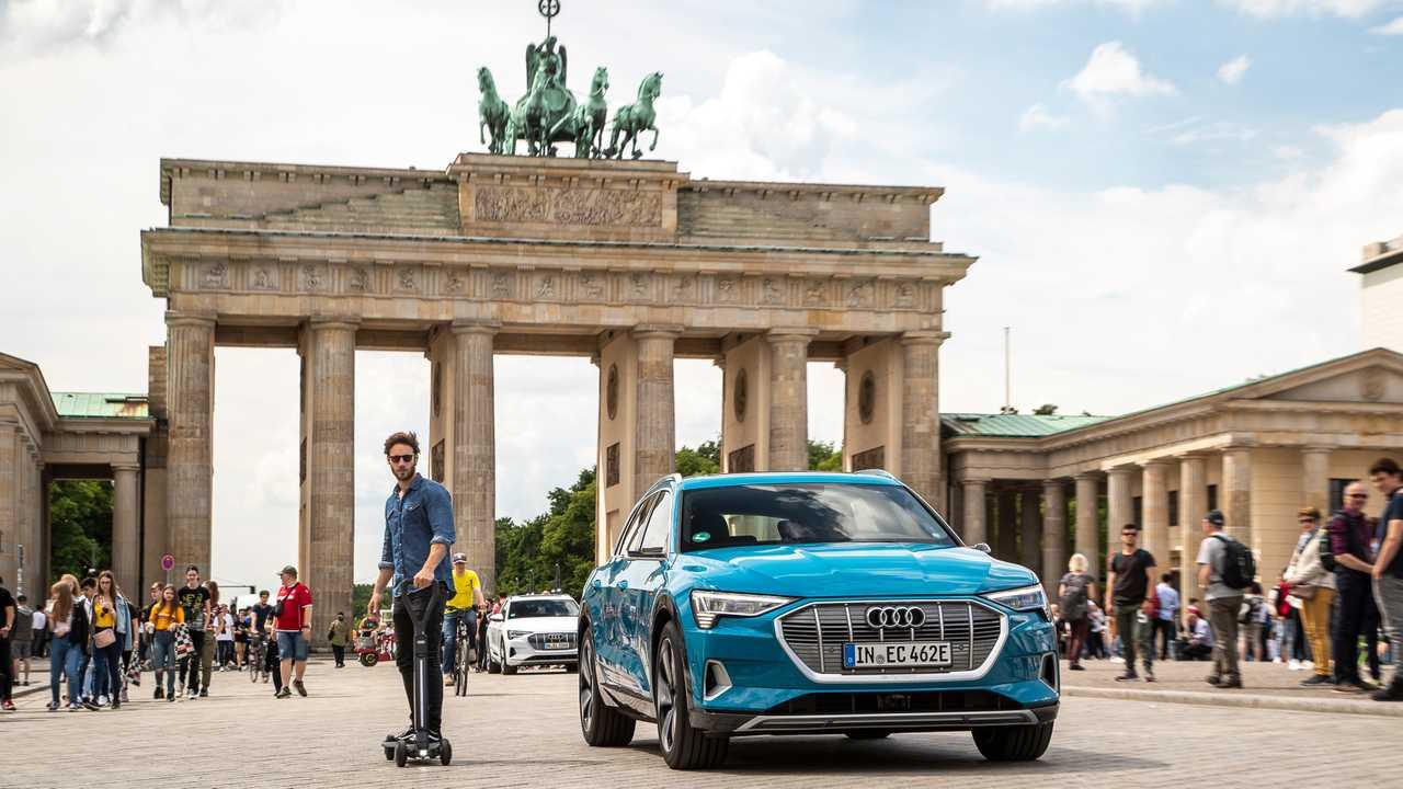 Audi'nin elektrikli scooter modeli: E-Tron Scooter tanıtıldı
