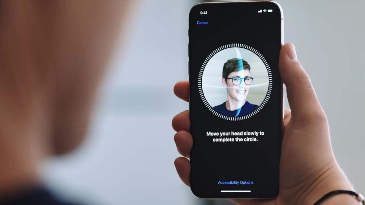 """Apple'ın """"Güvenli"""" FaceID'si kırıldı"""