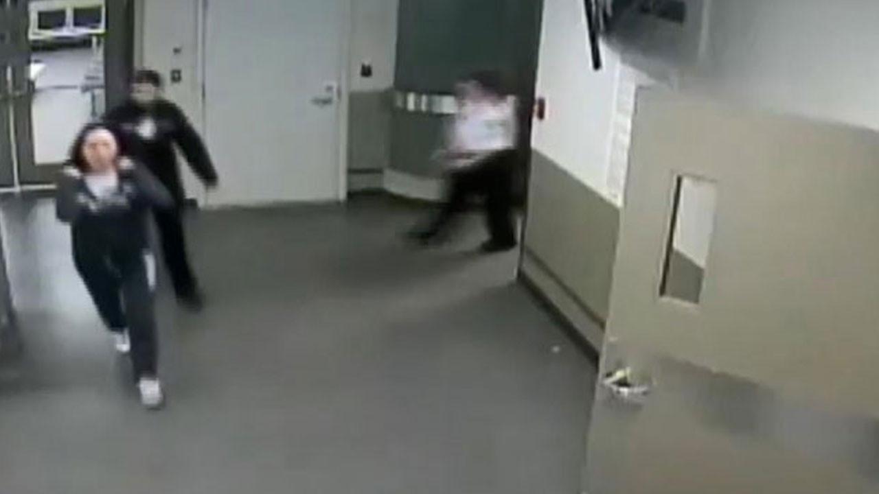 Huawei sahibinin kızının tutuklanma görüntüleri