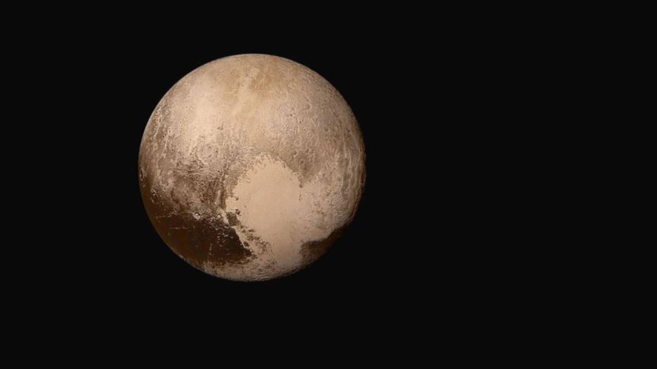 """""""Plüton gezegen olarak değerlendirilmeli"""""""