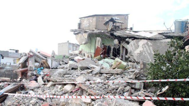 Deprem sonrası, göçük altında yapılması gerekenler! - Page 1