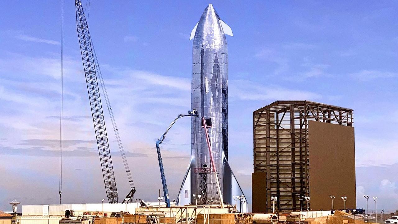 Elon Musk SpaceX Starship uzay gemisini tanıtıyor!