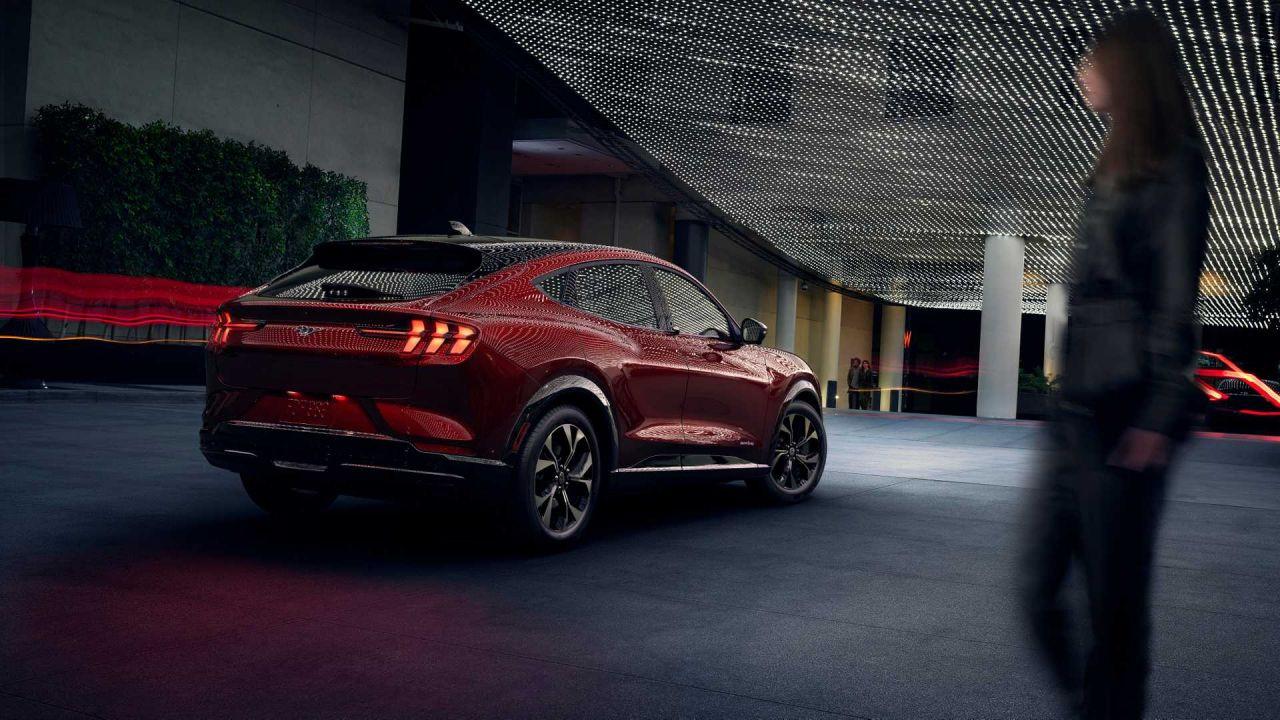 Ford Mustang elektrikli SUV Mach-E tanıtıldı! - Page 2