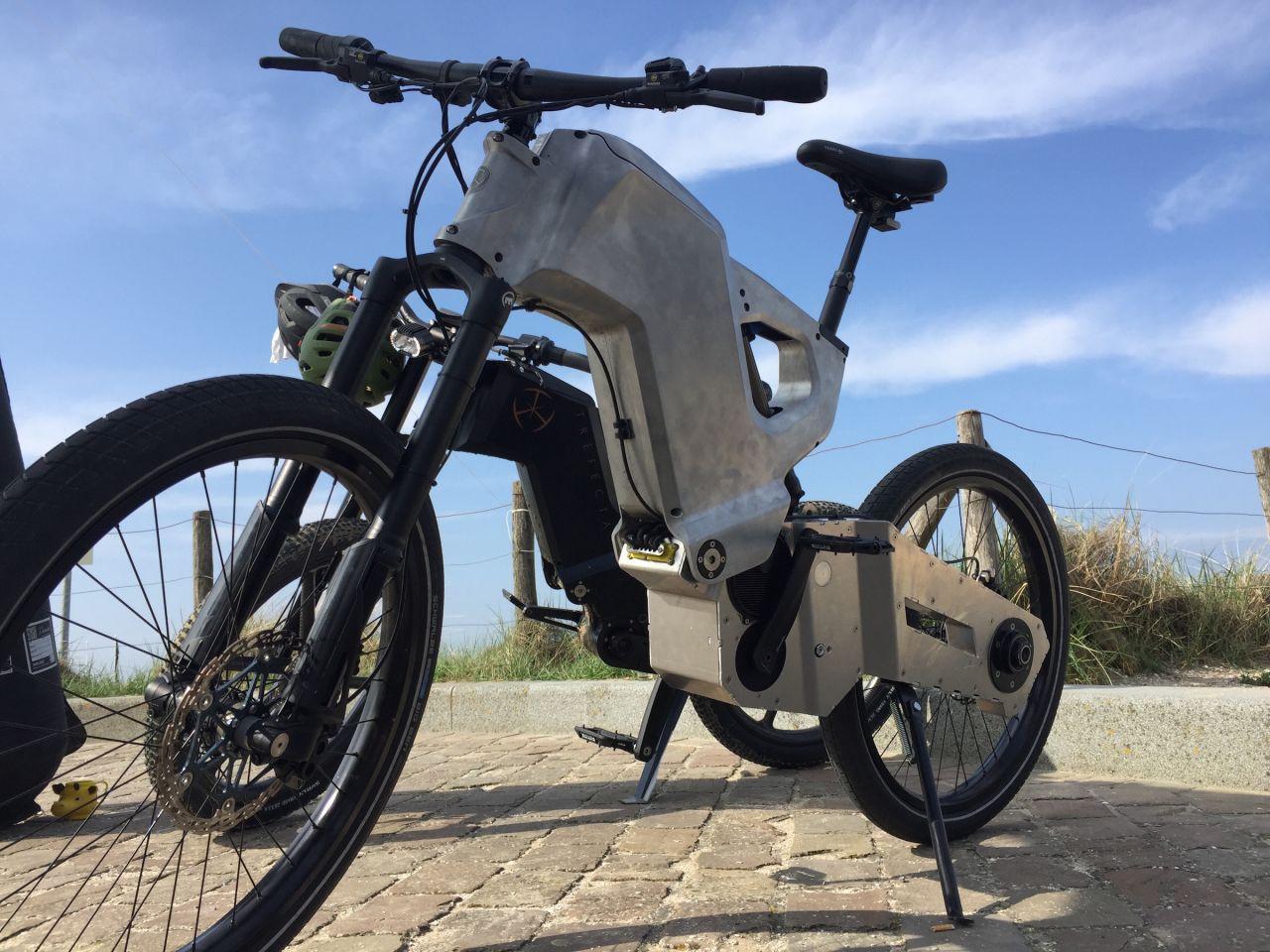 Tank konseptli elektrikli bisiklet: Trefecta RDR - Page 2