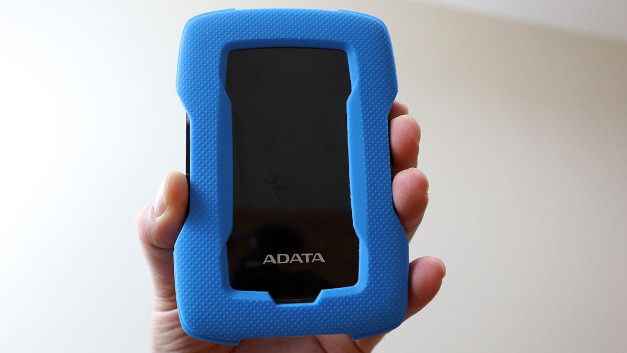 Darbelere dayanıklı depolama cihazı: ADATA HD330 (video)