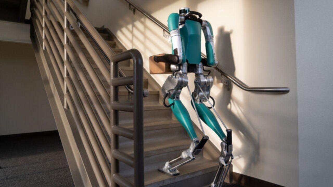 Postacı robot 'Digit' satışa çıktı!
