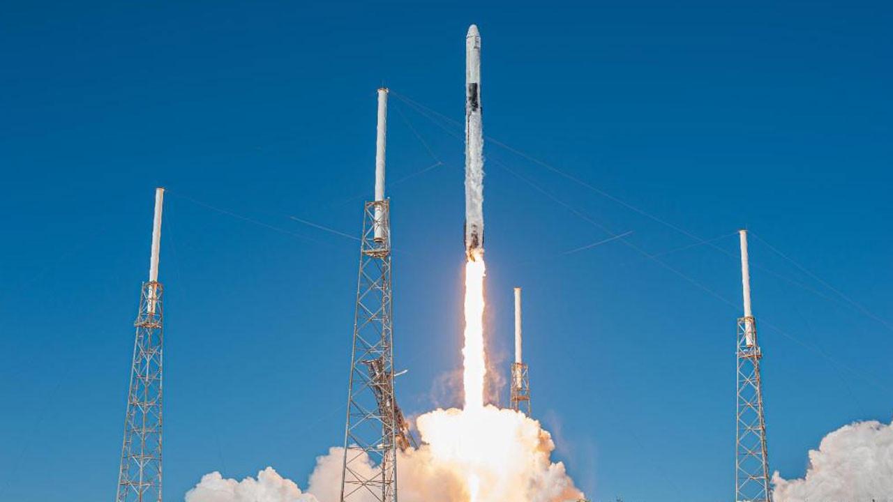 60 Starlink uydusu SpaceX tarafından uzaya gönderildi