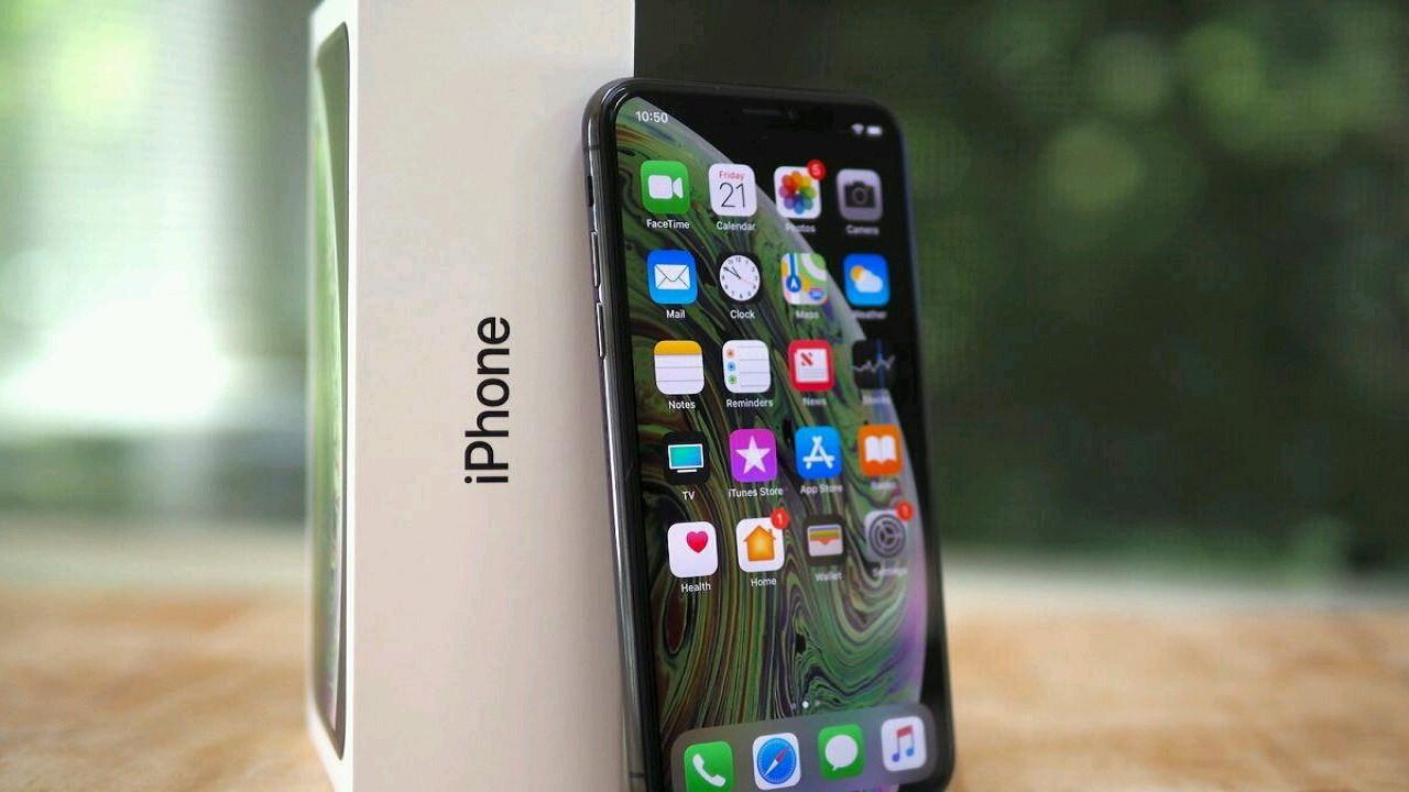 Apple, iPhone için tamamı ekran olan yeni bir patent aldı!