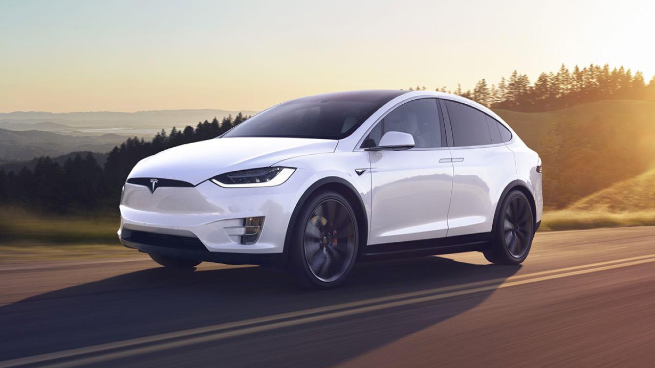 Tesla koronavirüs yüzünden üretimi durdurma kararı aldı