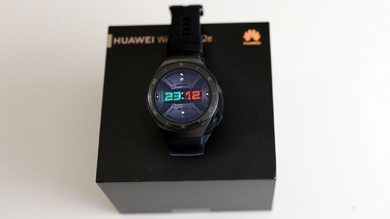 Huawei Watch GT 2E kutudan çıkıyor! (video)