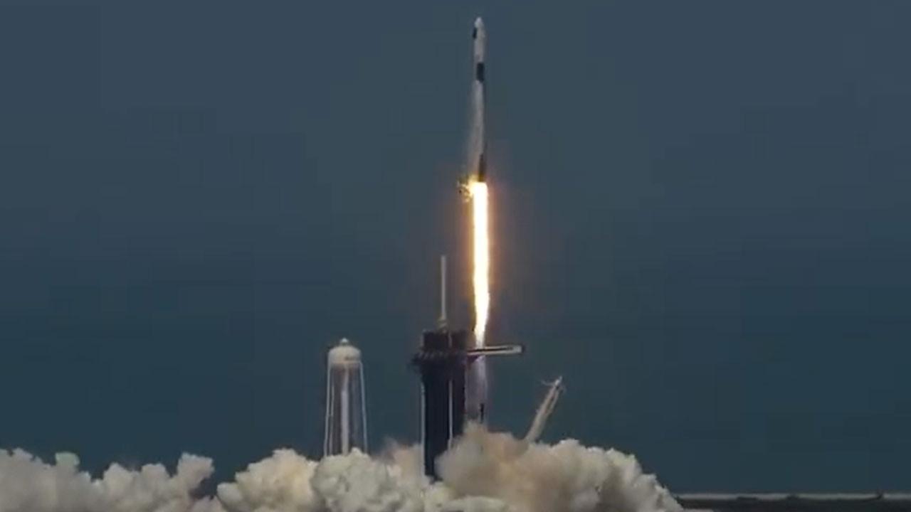 Tarih yazıldı: SpaceX ilk insanlı uçuşu gerçekleştirdi