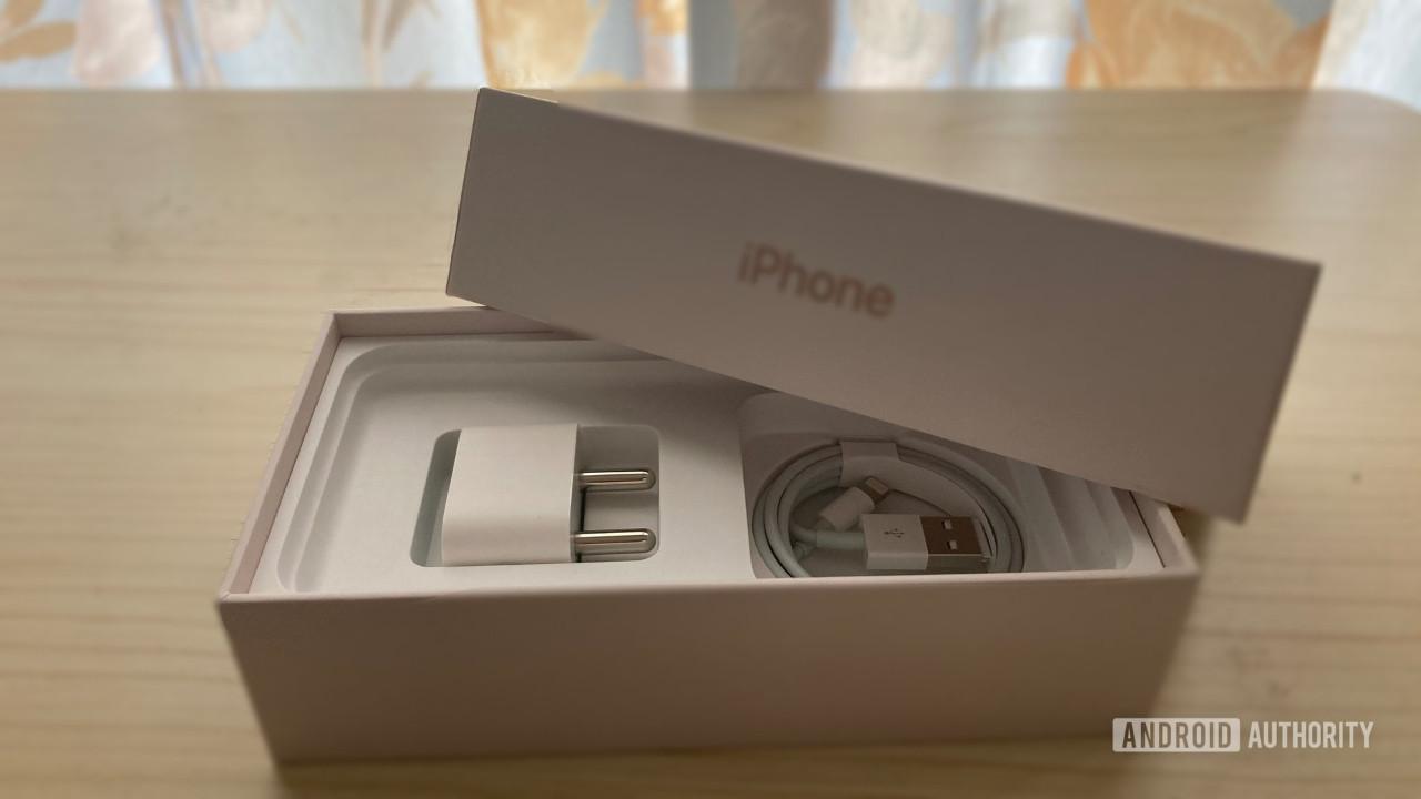 iPhone 12 için yeni şarj aleti almanıza gerek yok!