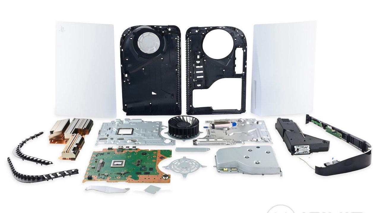 PS5 parçalarına ayrıldı! Bu konsolu tamir etmek çok kolay!