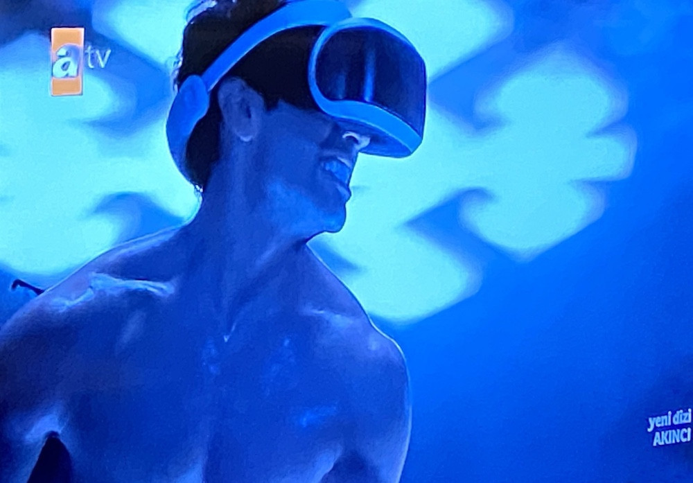 Akıncı dizisinde PlayStation VR'ın ne işi var?