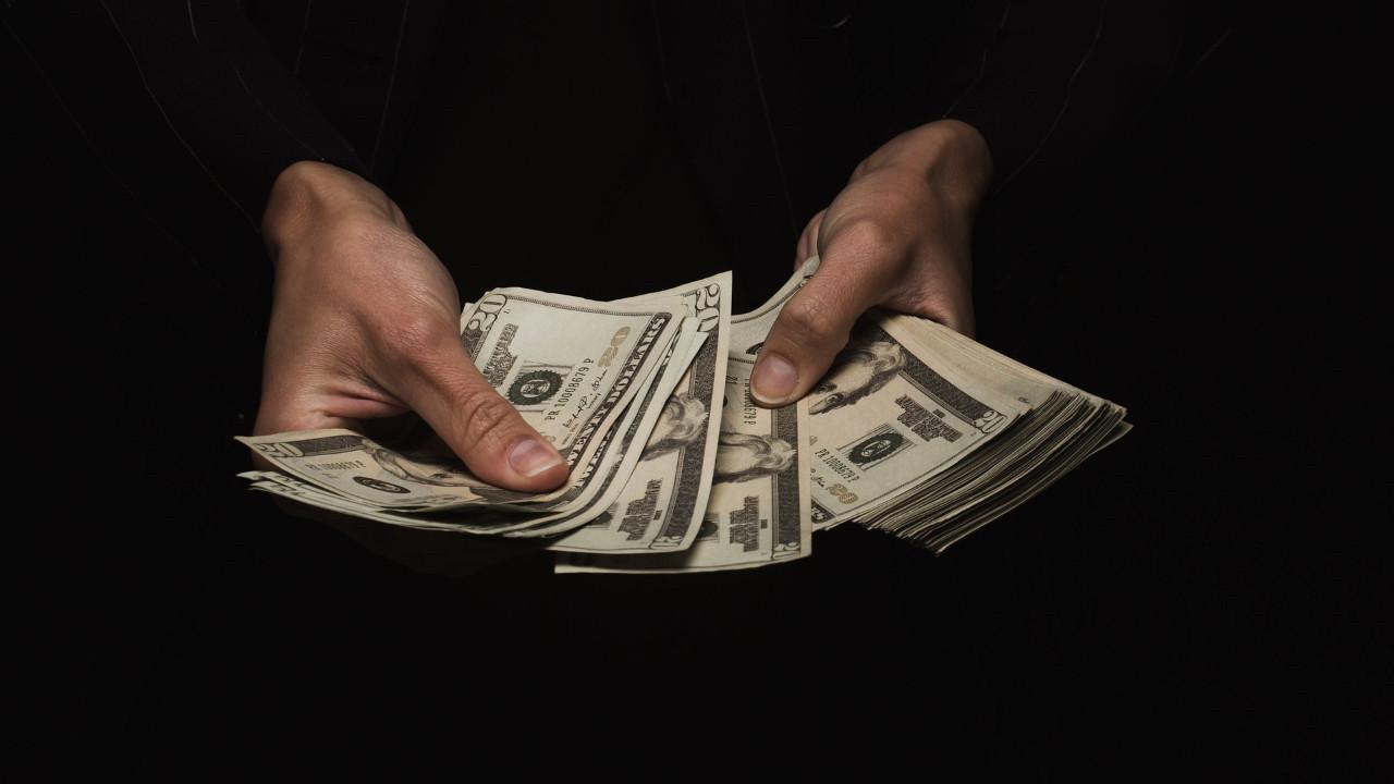 Finans şirketi dolar 10 olacak dedi! Telefon fiyatları uçabilir!