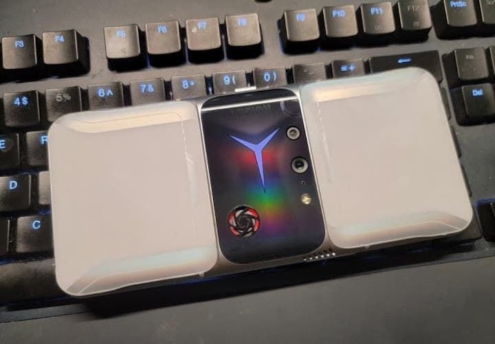 Bildiğiniz tüm telefon tasarımlarını unutun! Lenovo Legion 2 Pro geliyor! - Page 4