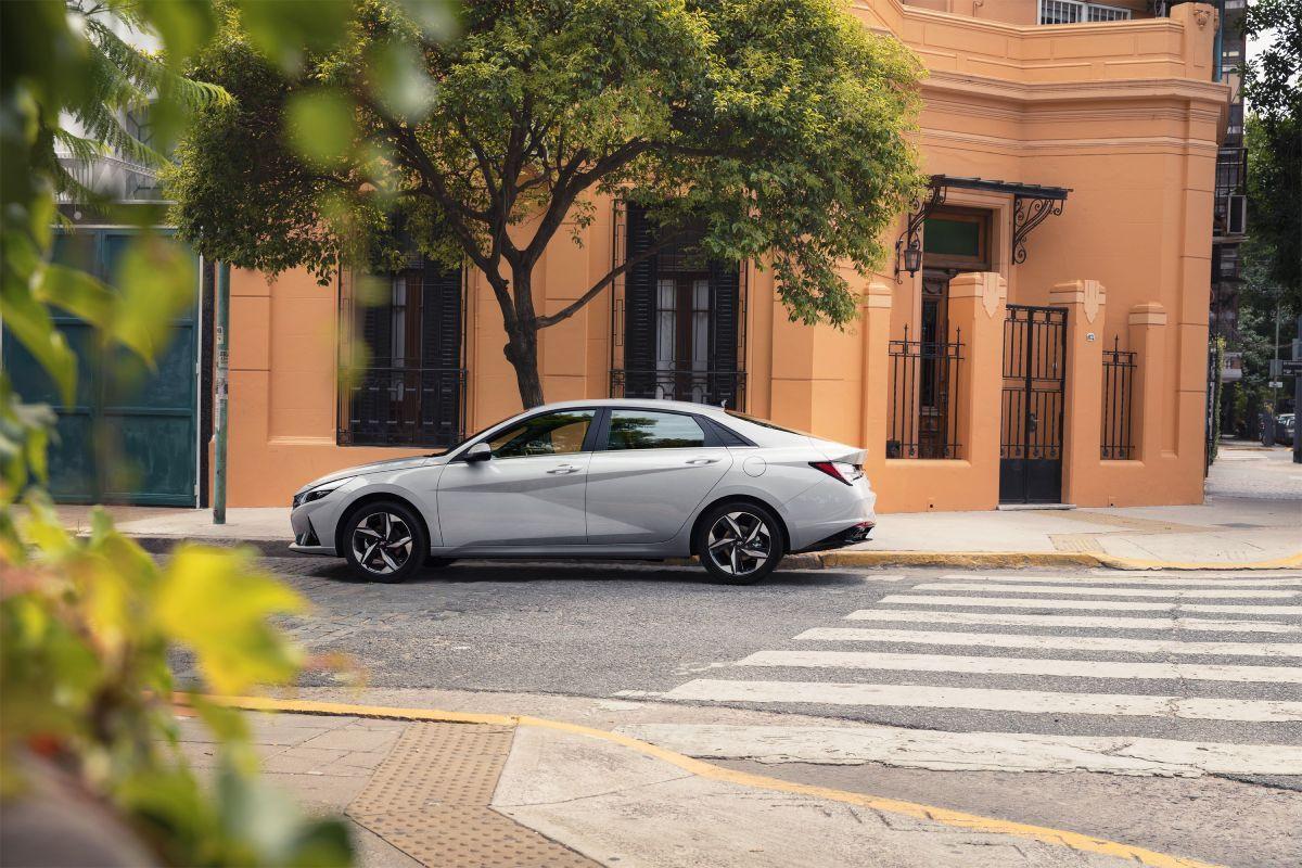 Yeni Hyundai Elantra Türkiye'de satışa sunuluyor - Page 1