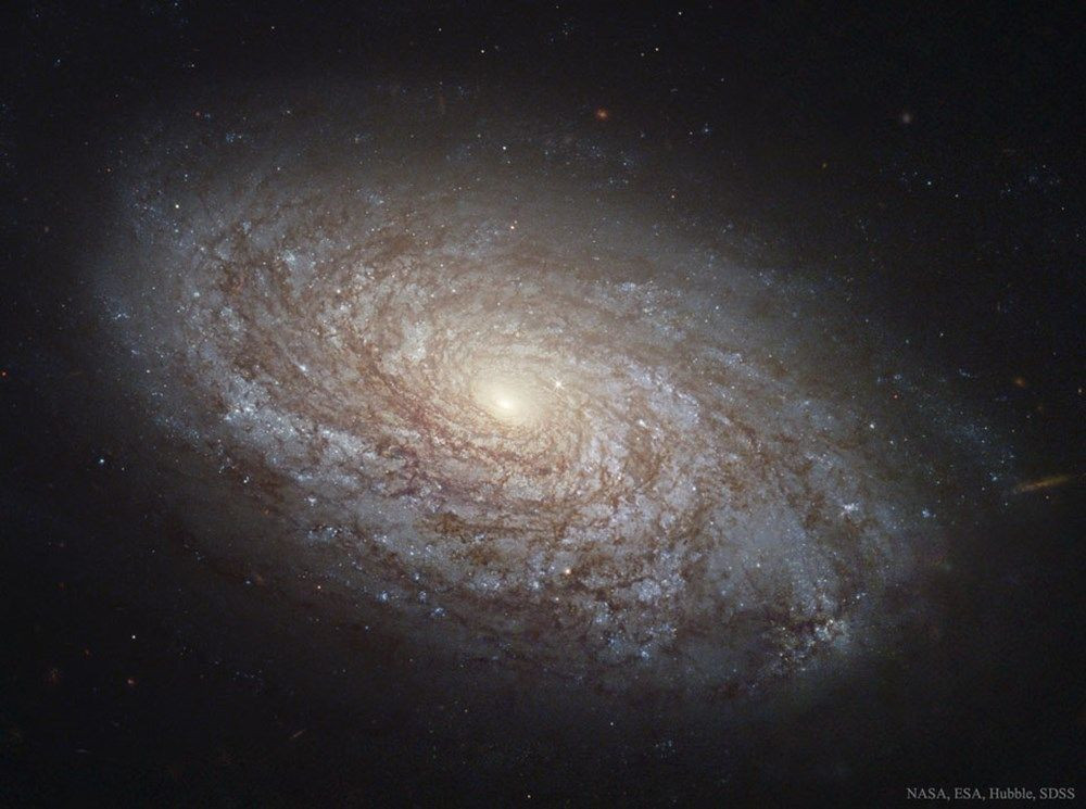 NASA 150 milyon ışık yılı uzaklıktaki galaksinin fotoğrafını paylaştı! - Page 4