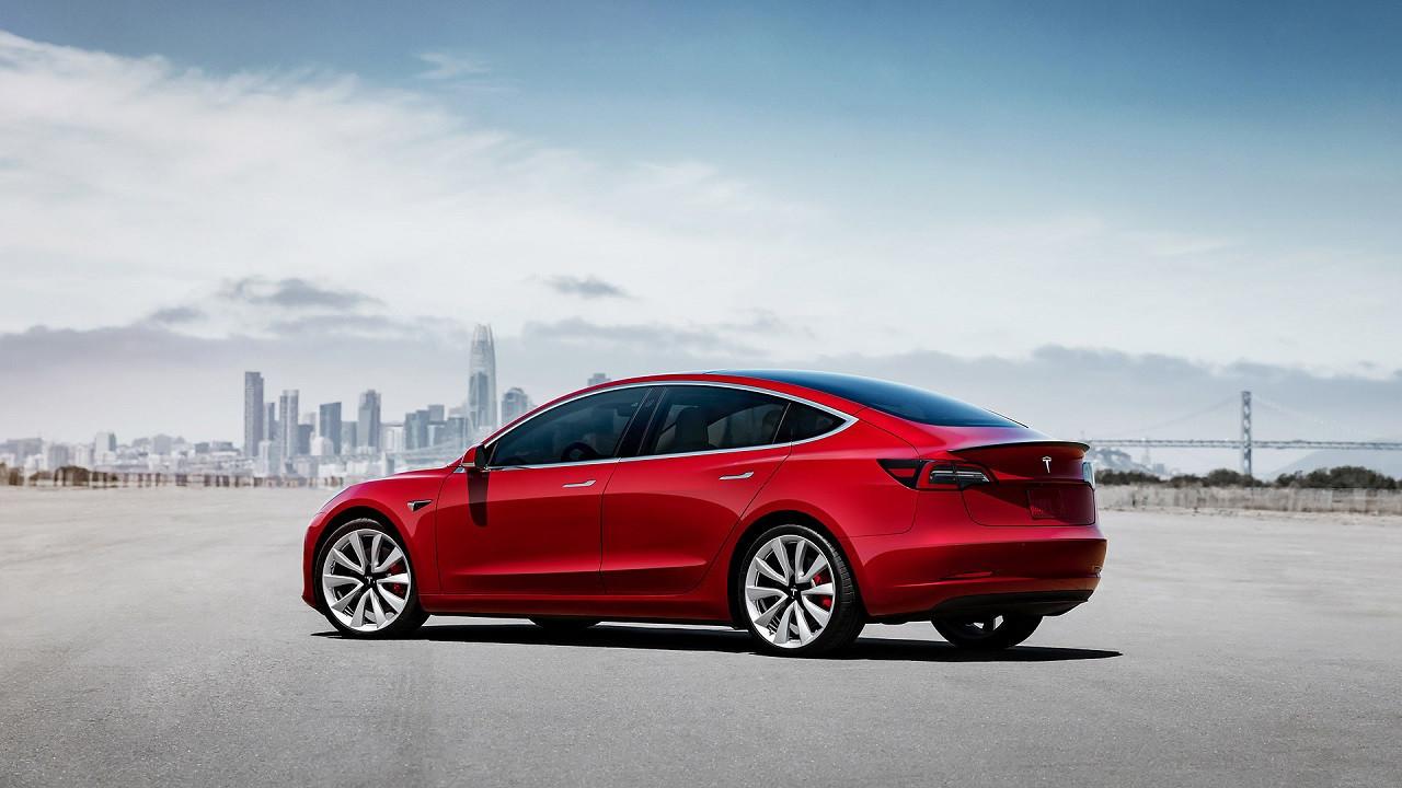 Tesla rekor kırmaya devam ediyor!