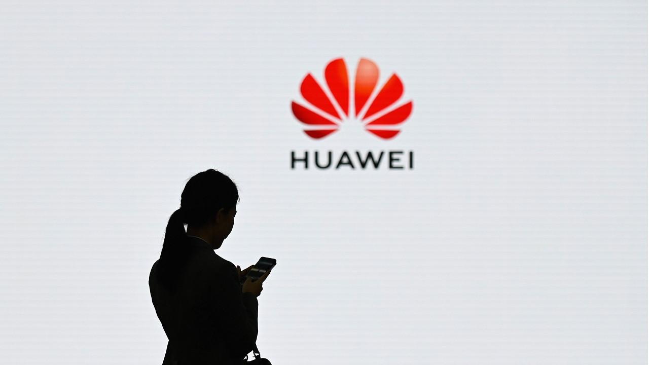 Huawei'ye bir darbe de Çin'den!