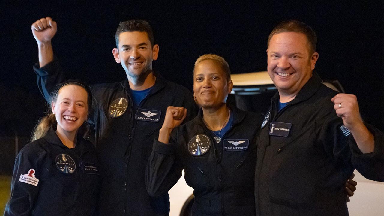 İlk uzay turistleri dünyaya döndü