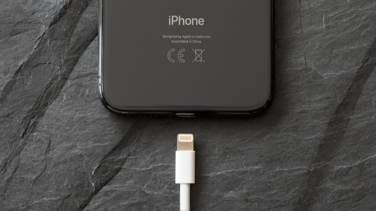 Apple, USB-C'ye neden geçmek istemediğini açıkladı!