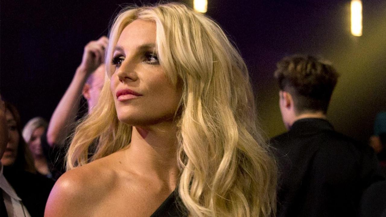 Britney Spears çırılçıplak fotoğraflarını paylaştı!