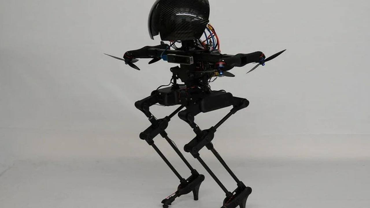 Bu da oldu! Uçabilen robot yapıldı