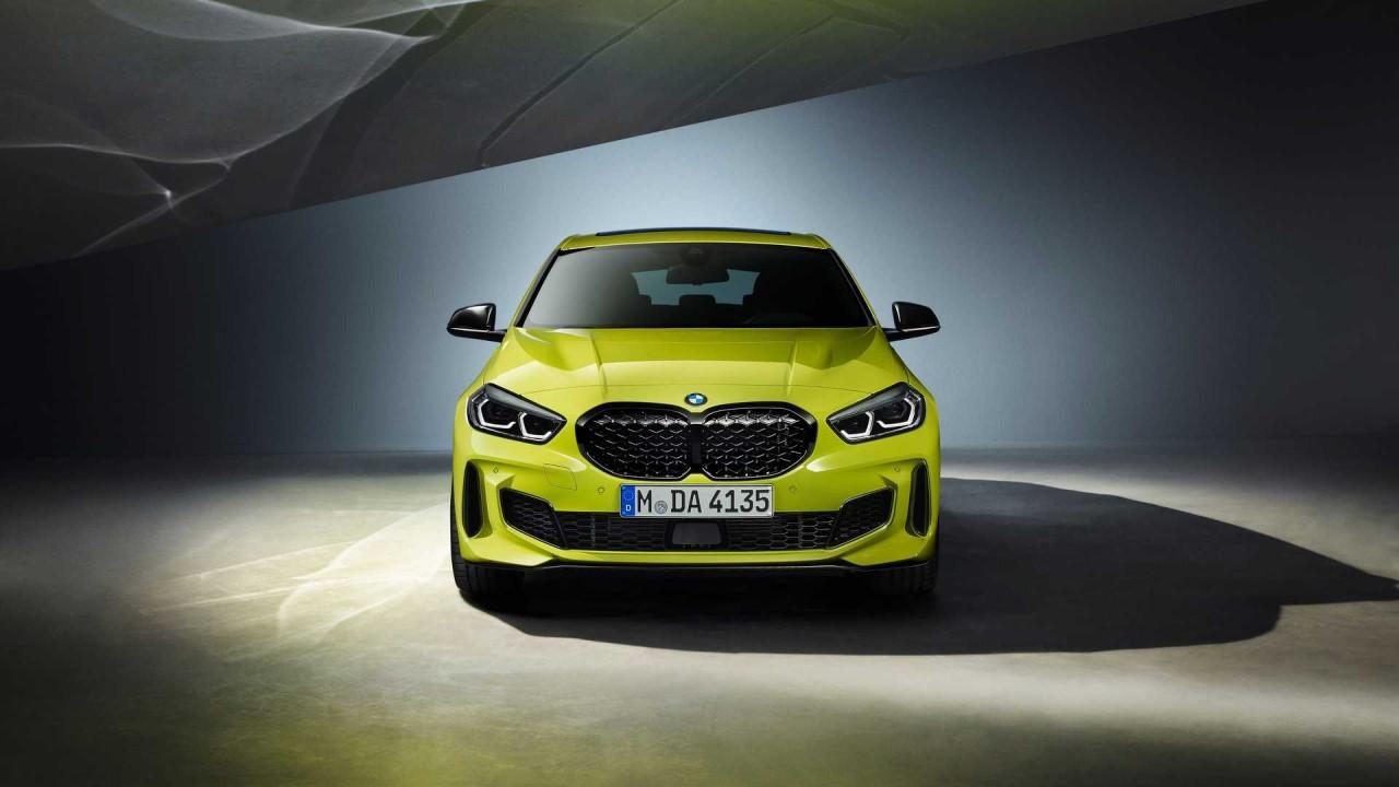 BMW M135i xDrive 2022 dinamik spor tasarım!