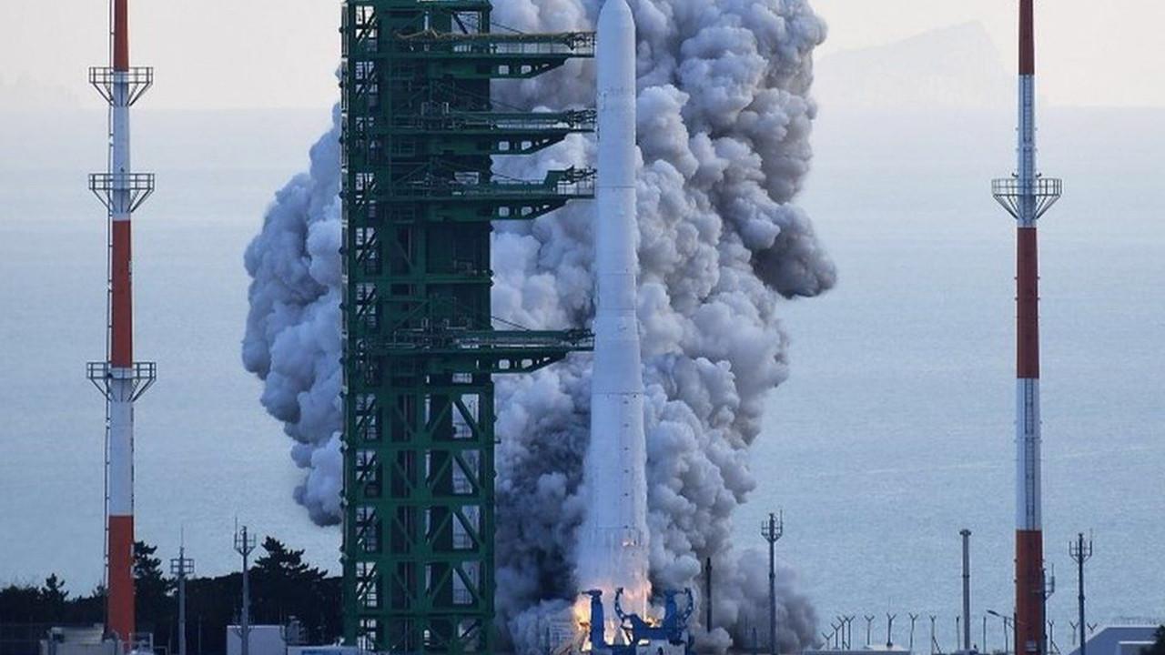 Güney Kore ilk yerli uzay roketi Nuri'yi fırlattı!