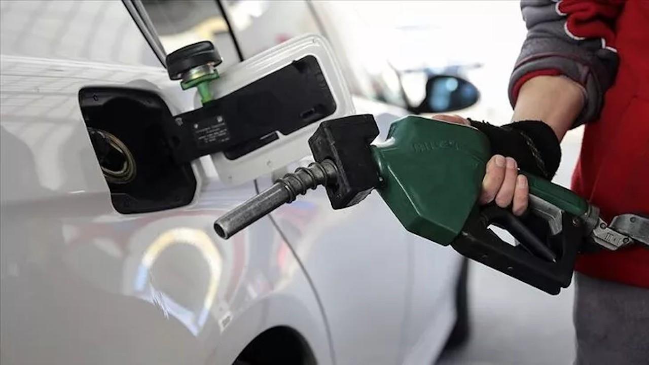 Şimdi de benzine indirim müjdesi geldi! İşte yeni fiyatlar