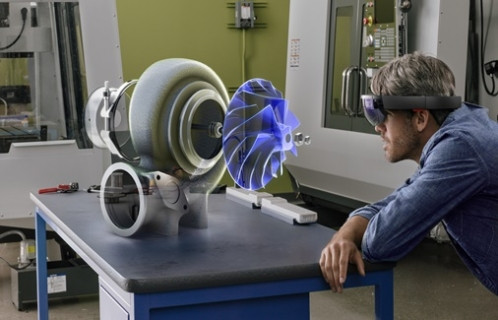 Microsoft'un HoloLens teknolojisi bomba gibi geliyor!
